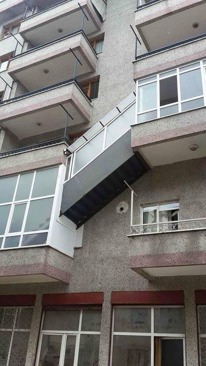 Этот ужасныйроссийский балкон. фото - укроп.