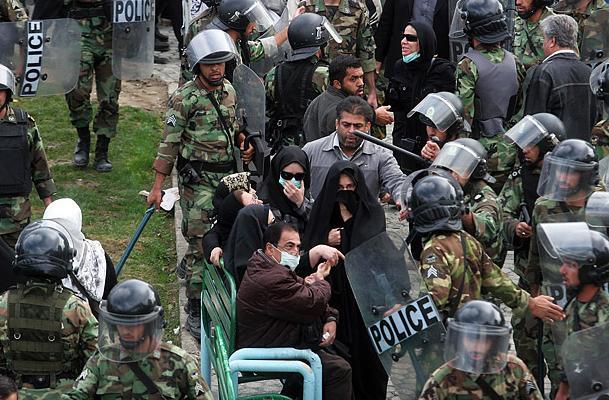 عکس : عکسهای مجله تایم از تظاهرات 13 آبان